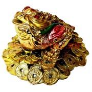 Жаба на куче монет средняя под золото (полистоун)