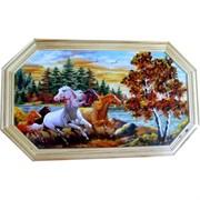 Картина из янтаря в простой светлой рамке восьмигранная 18х24