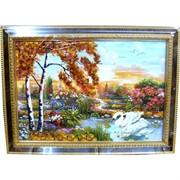 Картина с янтарем в рамке с золотым орнаментом 25х35