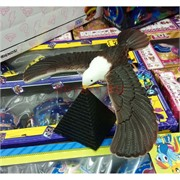 Орел на пирамиде крутящийся 17,5 см размах крыльев