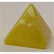 Пирамида 4,7 см из янтаря