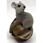 Мышка (4) с орехом из полистоуна 8,5 см