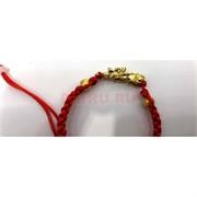 Браслет-амулет с красной нитью и металлической фигуркой Пи Яо