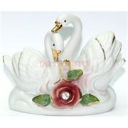 Фигурка фарфоровая «Лебеди»с красной розой 12 см