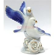 Фигурка фарфоровая «Голуби» голубые с розой 15 см