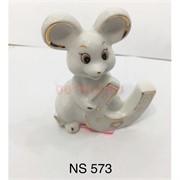 Крыса с подковой из белого фарфора (NS-573)