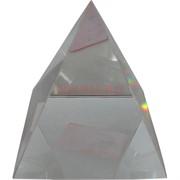 Кристалл Пирамида прозрачная 9 см в твердой коробочке