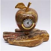 Часы из оникса Яблоко на ладони 10,5 см высота
