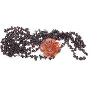 Бусы из граната с цветком из сердолика