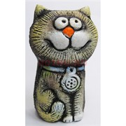 Кот с голубой подвеской из шамота