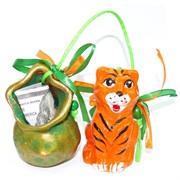 Фигурка из полистоуна Тигр с купюрой Символ 2022 года