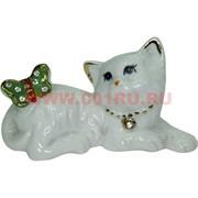 Кошечка с бабочкой из фарфора (HN-381) 6,2 см