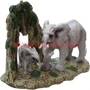 Слониха со слоненком у дерева (753) 20 см