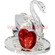 Лебедь с сердцем стеклянный 6 см