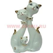 Кошачья семья, белый фарфор