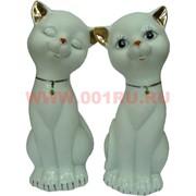 Пара кошек с зелеными кулонами 12см, белый фарфор