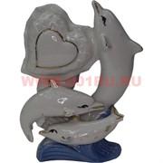 Три дельфина из фарфора с сердцем